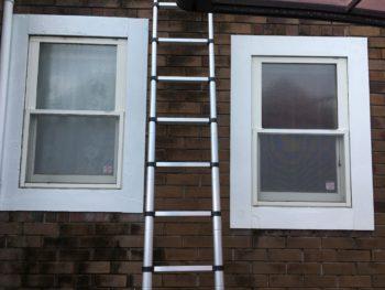 【DIYで窓モールの塗装】