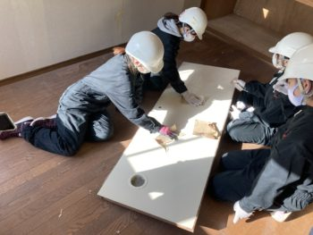 【女子大生による空き家DIYを支援】