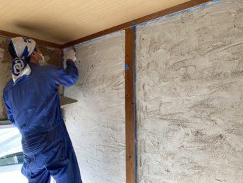 【木工ボンドで固めて漆喰塗壁】