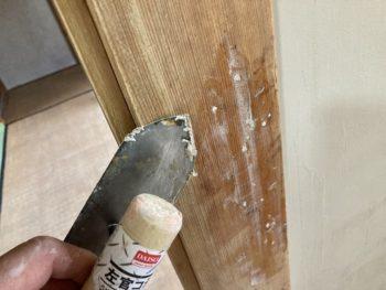 【柱の欠損部分をDIYでパテ補修】