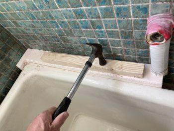 【浴槽隙間にスタイロフォーム埋込】
