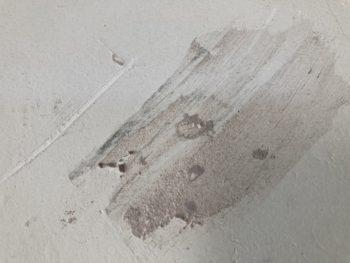 【トイレ壁ひび割れにパテ処理】