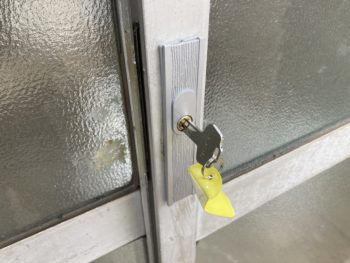 【玄関引違戸の錠を交換】