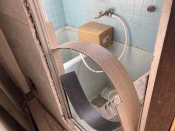 【浴室タイルにフロアタイル貼】