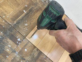 【排水穴の床合板を貼り替え】