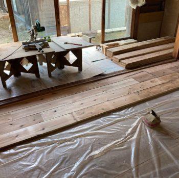 【床の杉板貼り前の準備作業】